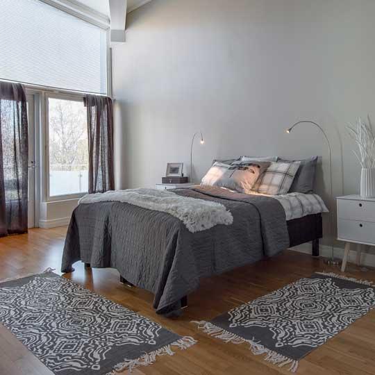 villa-lohi-upstairs-main-bedroom_540